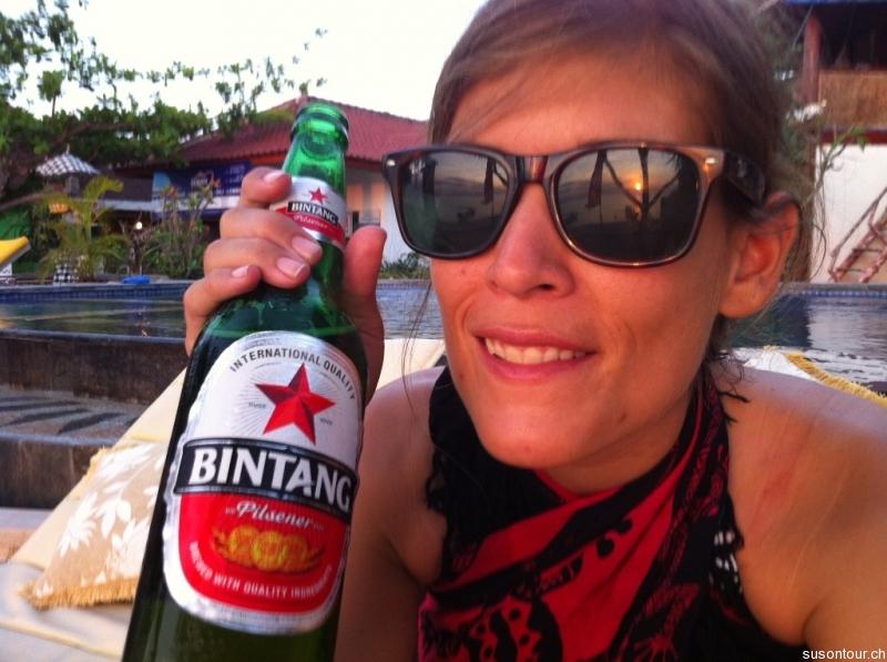 Geburtstags-Bier am Pool