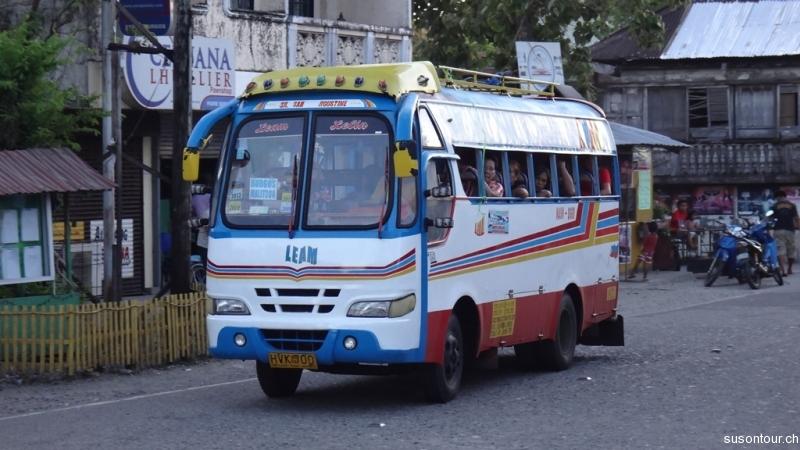 Farbiger Bus